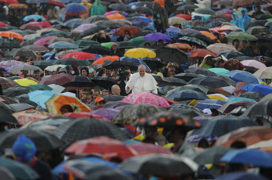 Pope in the rain without umbrella