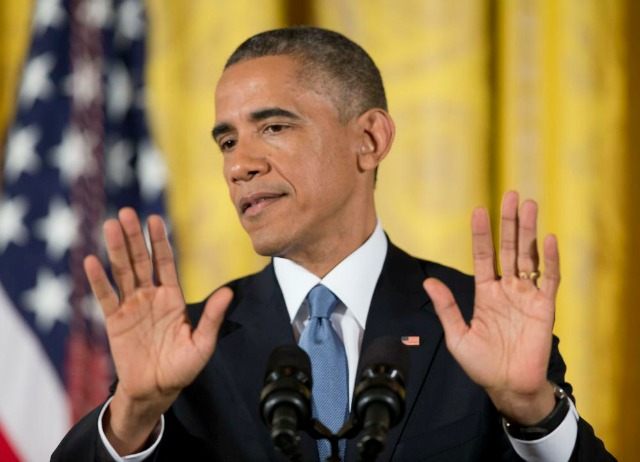Obama hands AP image
